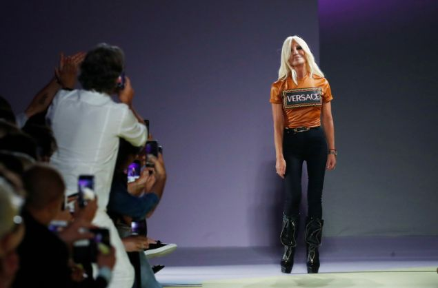 Ο Μάικλ Κορς εξαγόρασε τον οίκο Versace έναντι 2,22 δισεκατομμυρίων δολαρίων