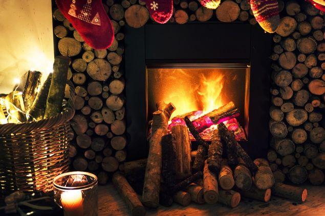 «Το ξύλο της δρυός (ειδικά λευκής δρυός) προτιμάται στις περισσότερες των περιπτώσεων, διότι αφενός μεν δίνει ωραία φλόγα, χωρίς προβλήματα και αφετέρου έχει μεγάλη διάρκεια καύσης»