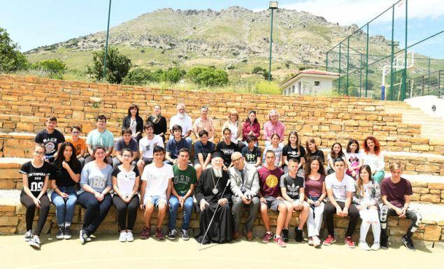 Ο Οικομενικός Πατριάρχης Βαρθολομαίος μαζί με τους μαθητές Λυκείου- Γυμνασίου της Ιμβρου.