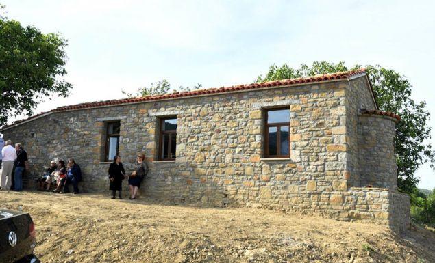 Πέτρινο χτίσμα στο νησί.