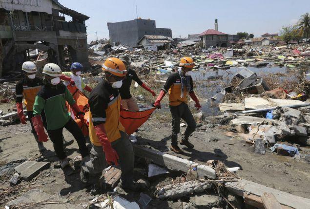 Ο αριθμός των θυμάτων εξακολουθεί να ανεβαίνει στο Πάλου καθώς τα σωστικά συνεργεία συνεχίζουν τις έρευνες (Φωτογραφία: ΑΡ)