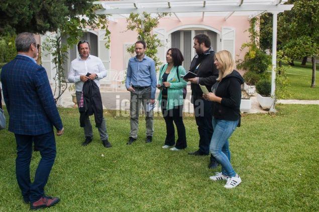 Η δημοσιογραφική αποστολή κατά την ξενάγηση στο Σκορπιό