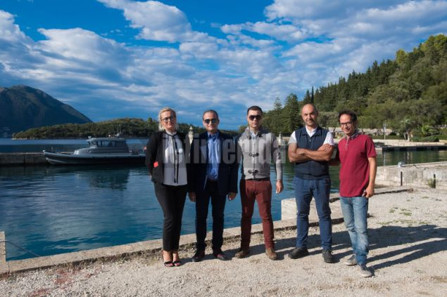 ο διευθυντής του νησιού Α. Λεωνίδου με τη βοηθό του Άννα και τους συνεργάτες τους