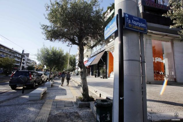 Παρά τα πρόστιμα οι κολώνες στη Γλυφάδα γέμιζαν αφίσες