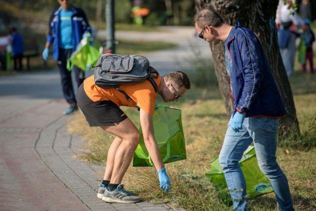 Εθελοντές και μαραθωνοδρόμοι έκαναν plogging, μια νέα τάση στο τρέξιμο