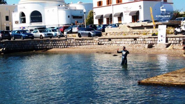Ο Σπύρος Χρυσικόπουλος τη στιγμή της εκκίνησης από τη Ρόδο. Φωτογραφία: rodiaki.gr
