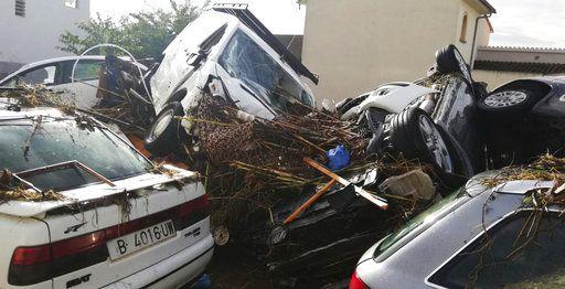Αυτοκίνητα παρασύρθηκαν από τα ορμητικά νερά