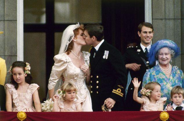 Το φιλί του ζευγαριού στο μπαλκόνι του παλατιού του Μπάκιγχαμ
