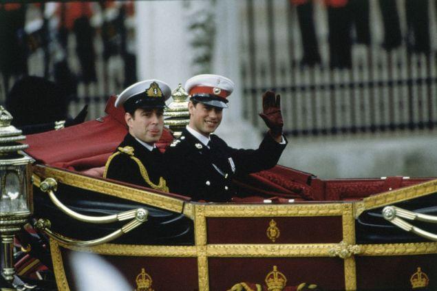 Ο πρίγκιπας Άντριου πηγαίνει στο Αβαείο του Ουεστμίνστερ με άμαξα