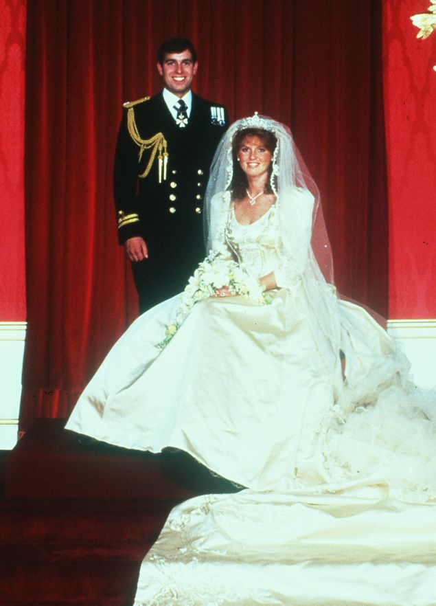 Το ζευγάρι ποζάρει για το επίσημο πορτρέτο του γάμου τους