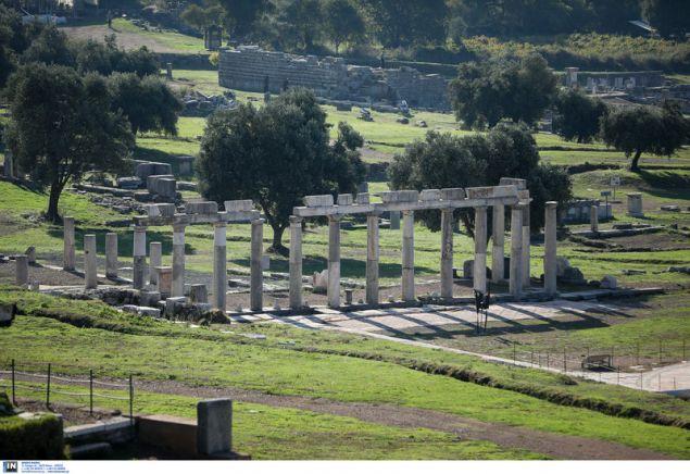 Ορόσημα του αρχαιολογικού χώρου είναι το Ασκληπιείο και το θέατρο