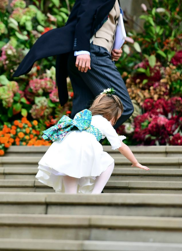 Η στιγμή που παραλίγο να πέσει η μικρή πριγκίπισσα