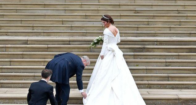 Η πριγκίπισσα Ευγενία συνοδευόμενη από τον πατέρα της