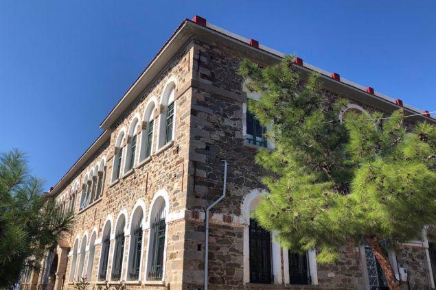 Το σχολείο χτίστηκε το 1928