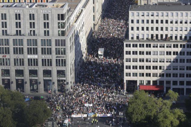 Σχεδόν 150.000 άτομα συμμετέχουν στην διαδήλωση κατά του ρατσισμού και της ξενοφοβίας