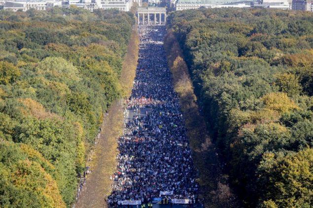 Η διαδήλωση υποστηρίζεται από δεκάδες οργανώσεις και πολιτικά κόμματα
