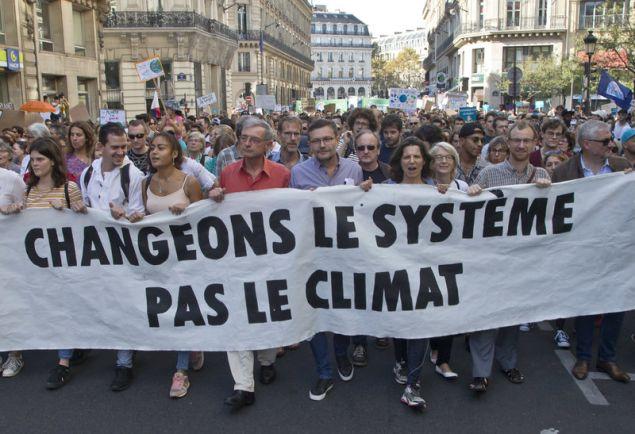 Στη Λιλ ο αριθμός των συμμετεχόντων ανήλθε σε 3.200, στο Μπορντό 2.500 άνθρωποι κατέκλυσαν τους δρόμους και στο Στρασβούργο 1.850 διαδηλωτές