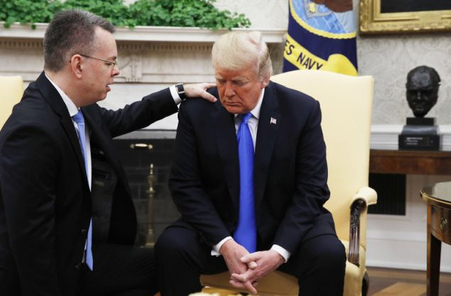Ο Τραμπ υποδέχθηκε τον πάστορα Μπράνσον