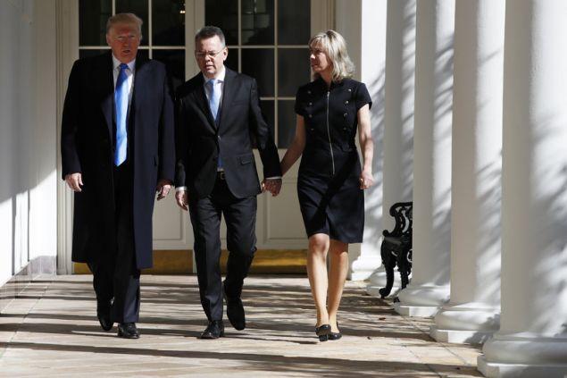 Τον Αμερικανό πάστορα Άντριου Μπράνσον υποδέχθηκε στον Λευκό Οίκο ο πρόεδρος των ΗΠΑ