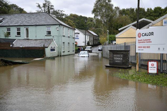 Πλημμύρισαν ολόκληρες περιοχές, σπίτια, αυτοκίνητα