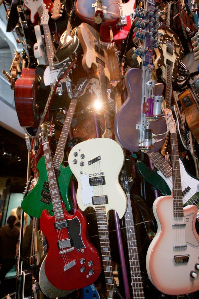 Η συλλογή από κιθάρες του Πολ Άλεν