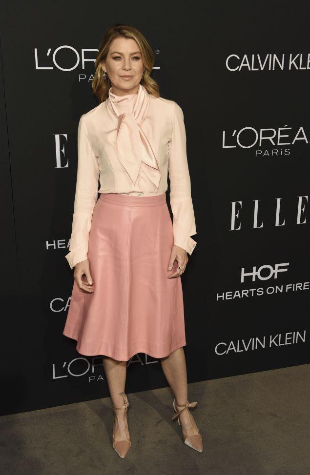 Η ηθοποιός σε εμφάνισή της σε ροζ αποχρώσεις./ φωτογραφία: ap