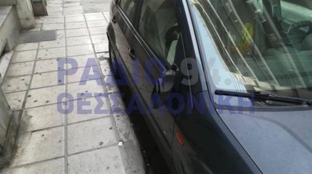 Αγνωστος άνδρας προκάλεσε φθορές σε οχήματα