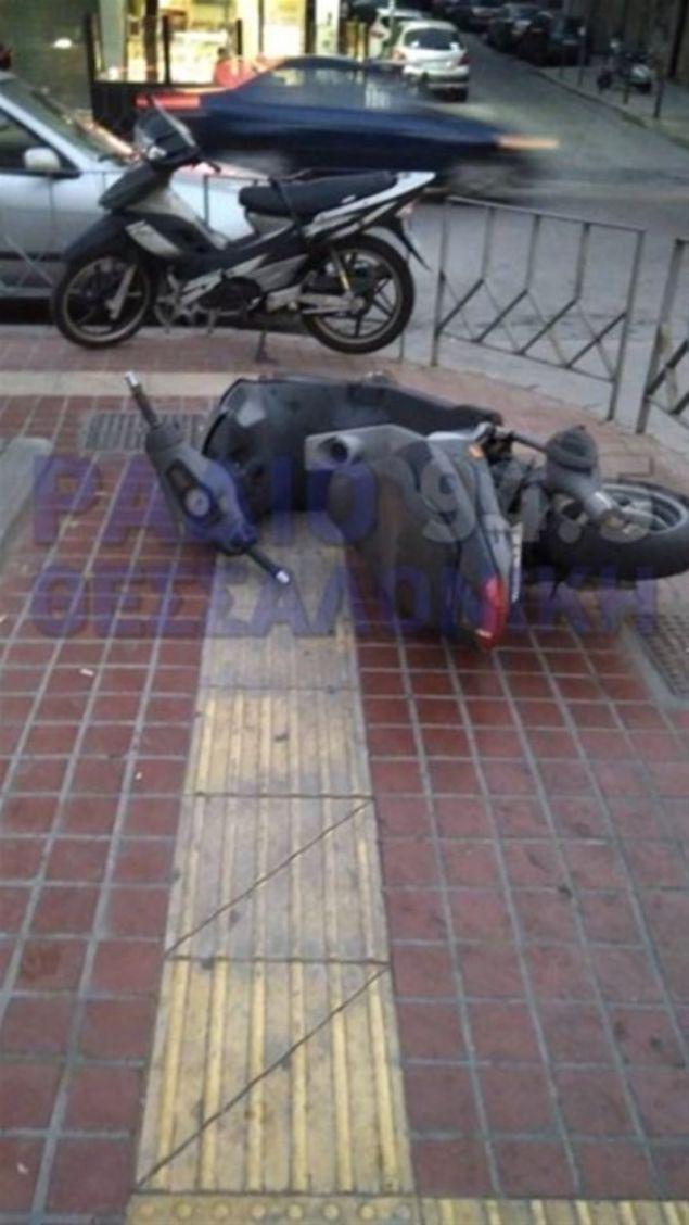 «Γυαλιά καρφιά» τα έκανε τα ξημερώματα ένα άτομο αγνώστων στοιχείων στο κέντρο της Θεσσαλονίκης