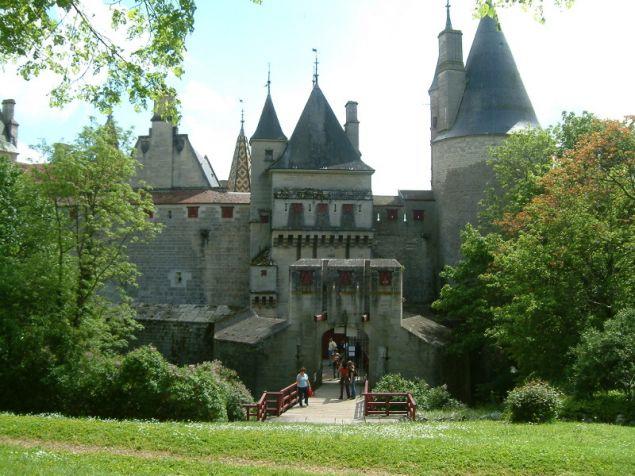 Το κάστρο είναι επισκέψιμο για το κοινό και έχει στο εσωτερικό του ένα κατάστημα και ένα εστιατόριο