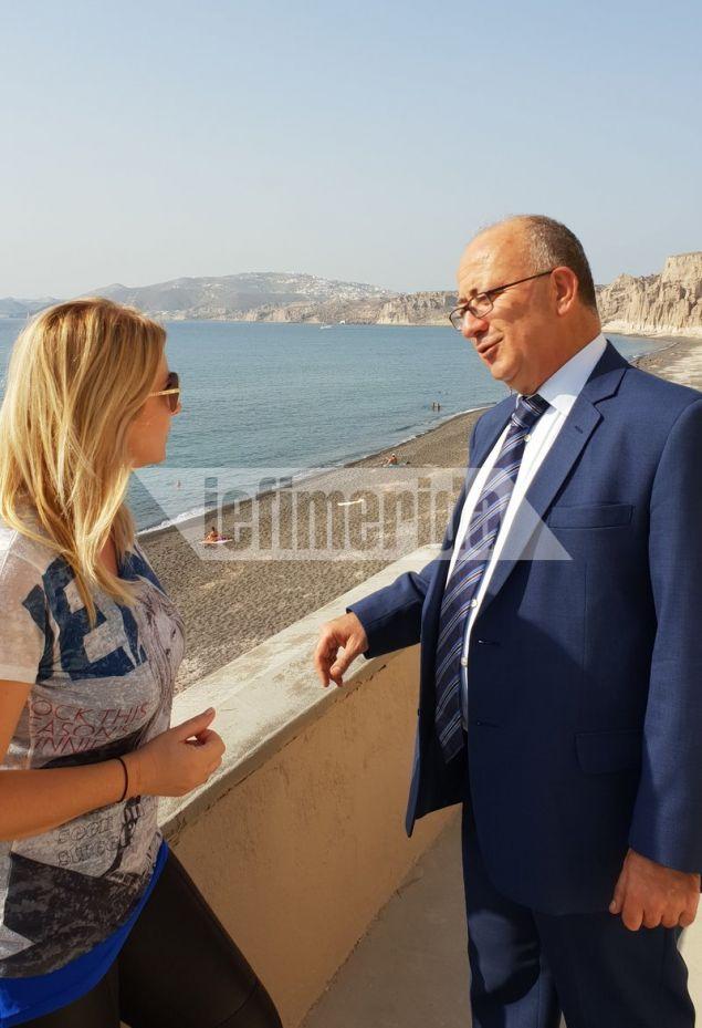 Ο Δήμαρχος Θήρας εξηγεί στο iefimerida ότι το νησί  «βουλιάζει» από τουρίστες