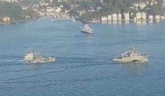 Το πλοίο που χρησιμοποιήθηκε ως στόχος ρυμουλκείται στον Βόσπορο προς την Μαύρη Θάλασσα- φωτογραφία militaire.gr