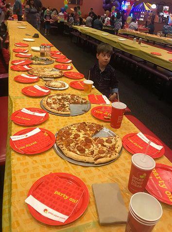 Κάλεσε 32 συμμαθητές στα γενέθλιά του για πίτσα και δεν πήγε κανείς