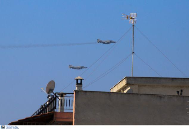 Μαχητικά αεροπλάνα πάνω από την Θεσσαλονίκη για την παρέλαση της 28ης Οκτωβρίου- φωτογραφία intimenews