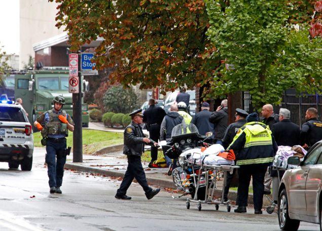Ο ένοπλος εισέβαλε σε συναγωγή και άνοιξε πυρ σκοτώνοντας τουλάχιστον 8 άτομα