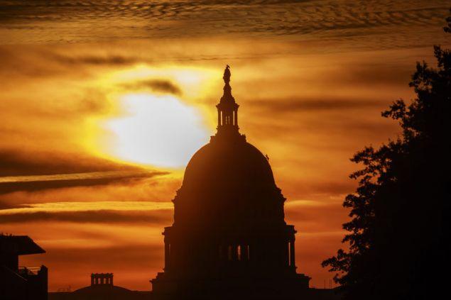 Αν προκύψει διχασμένο Κογκρέσο από τις κάλπες, θα είναι πρακτικά αδύνατο για τον Τραμπ να μετουσιώσει σε νόμους το πρόγραμμά του μέχρι τη λήξη της θητείας του (Φωτογραφία: ΑΡ)