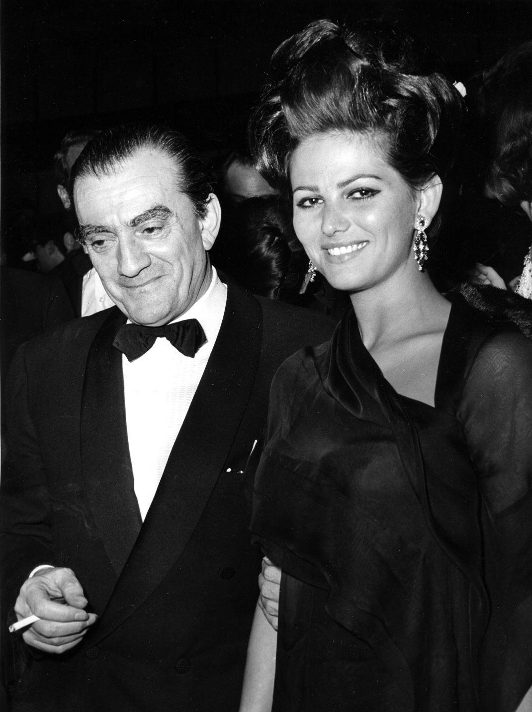 Claudia Cardinale και Luchino Visconti στην παγκόσμια πρεμιέρα της ταινίας «The Leopard», Ιταλία 1963/ Φωτογραφία: AP Images