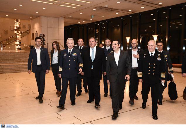 Ο πρωθυπουργός Αλέξης Τσίπρας μπαίνει στο μέγαρο Μουσικής συνοδευόμενος από τον Α/ΓΕΑ και τον υπ. Αμυνας -Φωτογραφία: Intimenews/ΒΑΡΑΚΛΑΣ ΜΙΧΑΛΗΣ