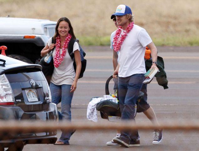 Ο Όουεν Ουίλσον με την Τζέιντ Ντουλ και το μωρό τους