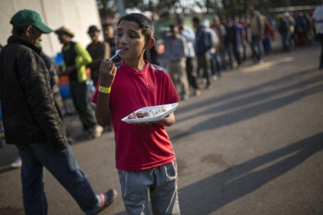 Περισσότεροι από ενάμιση εκατομμύριο άνθρωποι από την κεντρική Αμερική διασχίζουν κάθε χρόνο το Μεξικό με την ελπίδα να περάσουν τα σύνορα των ΗΠΑ