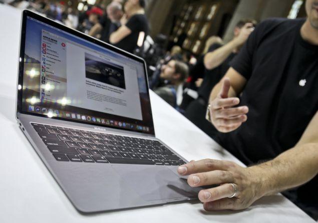 Η Apple «φρεσκάρισε» ορισμένους φορητούς υπολογιστές της