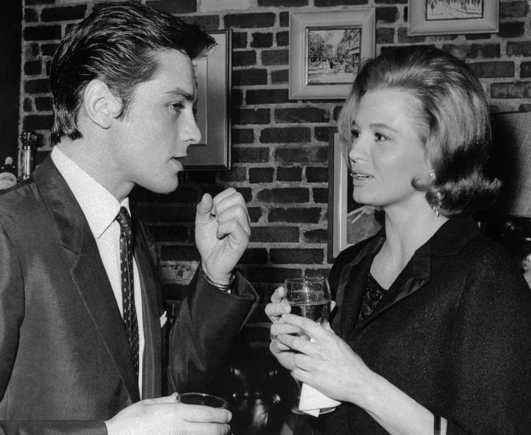 O Aλέν Ντελόν με την Άντζι Ντίκινσον. Φωτογραφία: AP