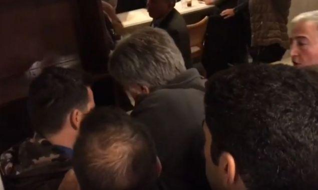 Προπηλάκισαν αστυνομικό στο Συνέδριο του ΕΚΘ -Πηγή φωτογραφίας: Εφημερίδα Μακεδονία