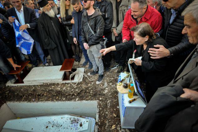 Βουβός πόνος για τους γονείς του Κ. Κατσίφα -Φωτογραφία: EUROKINISSI/ΛΕΩΝΙΔΑΣ ΜΠΑΚΟΛΑΣ