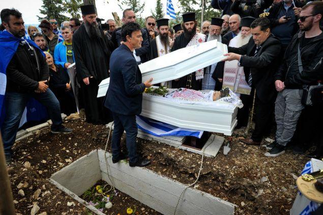 Ο τάφος του Κ. Κατσίφας -Φωτογραφία: EUROKINISSI/ΛΕΩΝΙΔΑΣ ΜΠΑΚΟΛΑΣ
