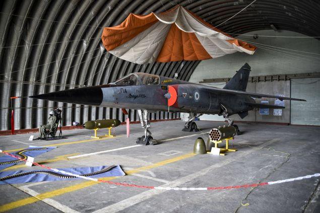 Μαχητικό αεροσκάφος, στολή πιλότου και πυρομαχικά