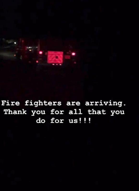 Αναρτούσε συνέχεια βίντεο και φωτογραφίες από την πυρκαγιά.