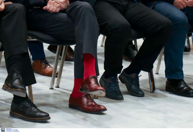 Την παράσταση έκλεψαν οι κατακόκκινες κάλτσες του Γιάννη Μπουτάρη --Φωτογραφία: Intimenews/ΜΩΥΣΙΑΔΗΣ ΓΙΑΝΝΗΣ