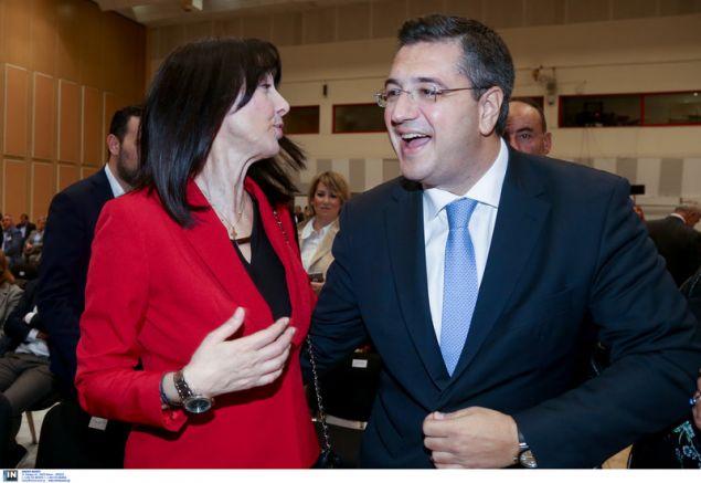 Η υπουργός Τουρισμού (αριστερά) και ο περιφερειάρχης Θεσσαλονίκης -Φωτογραφία: Intimenews/ΜΩΥΣΙΑΔΗΣ ΓΙΑΝΝΗΣ