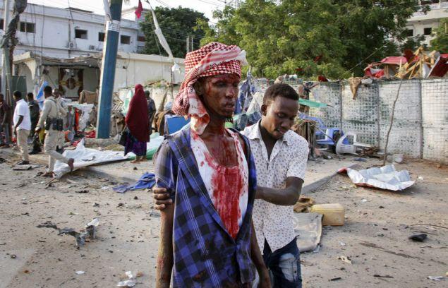 Δεκάδες νεκροί και τραυματίες είναι ο απολογισμός της επίθεσης των καμικάζι της Αλ Σαμπάαμπ (Φωτογραφία: ΑΡ)
