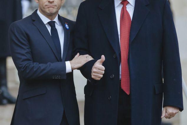 Οι δύο ηγέτες προσπάθησαν να κρύψουν τη διάσταση απόψεων αναφορικά με την ευρωπαϊκή άμυνα (Φωτογραφία: ΑΡ)